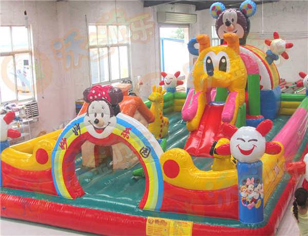 国庆节儿童充气城堡生意火爆