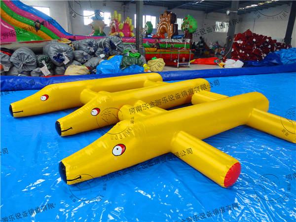 水里玩的玩具简笔画